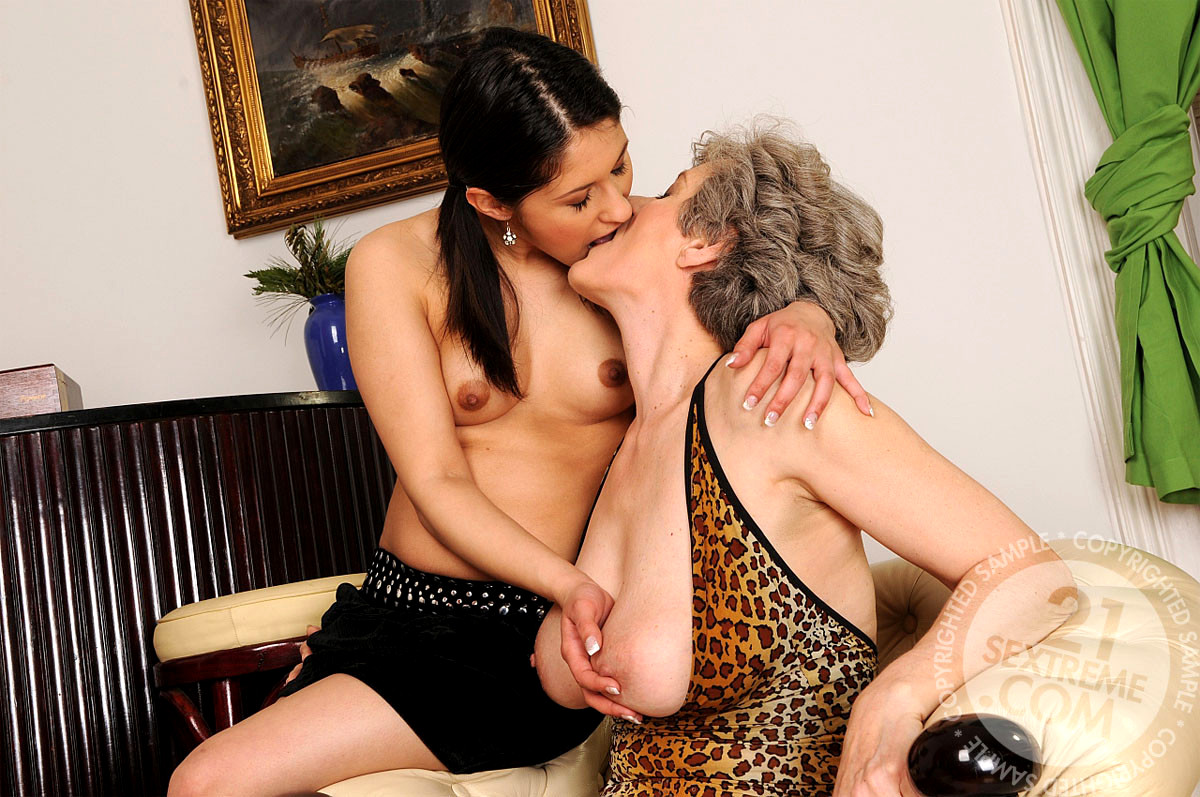Cute Hairy Lovely Lesbian Dusty Licked And Rimmed, Assworktoday