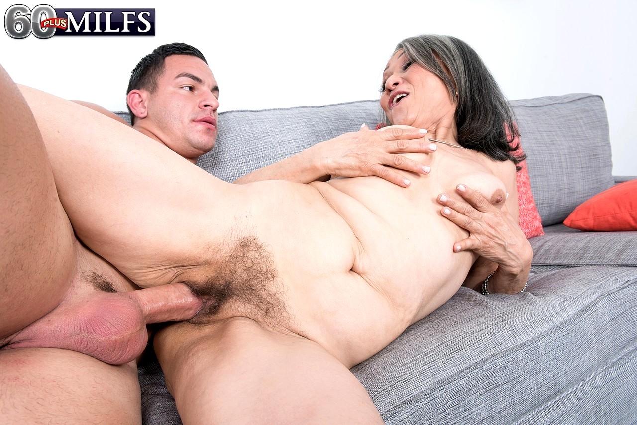 Порно бабуля японский муж спит