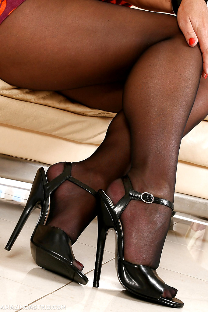 Silk Stockings Ebony Legs Sexy Pantyhose Heels Nylons Color Pornpaw 1