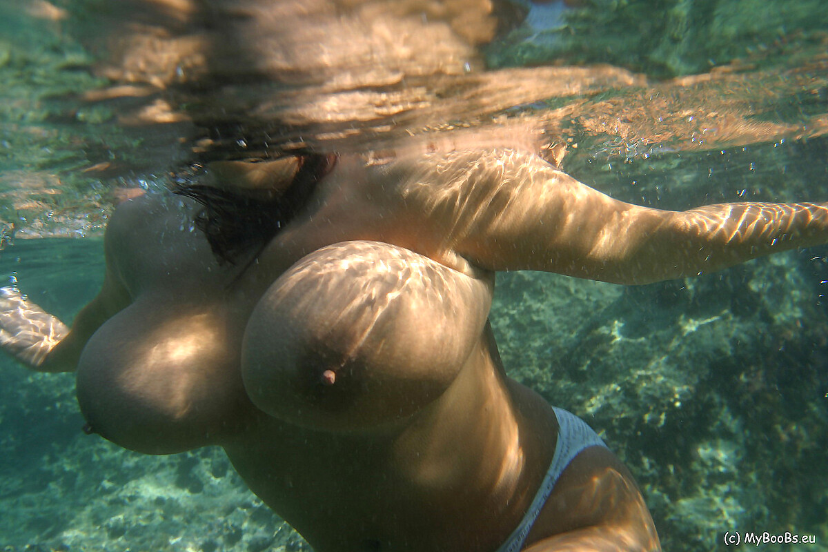 Underwater nude girls