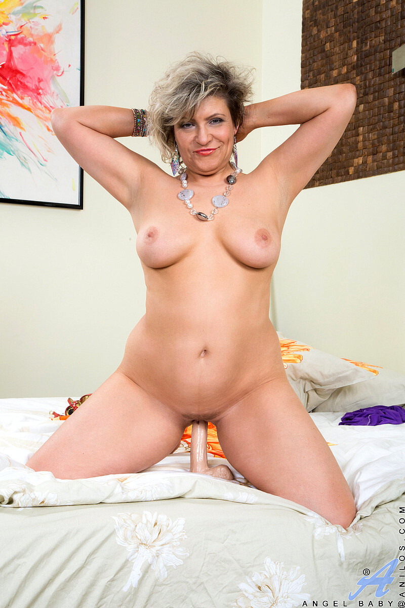 Mature Milf Angel Snow Nude