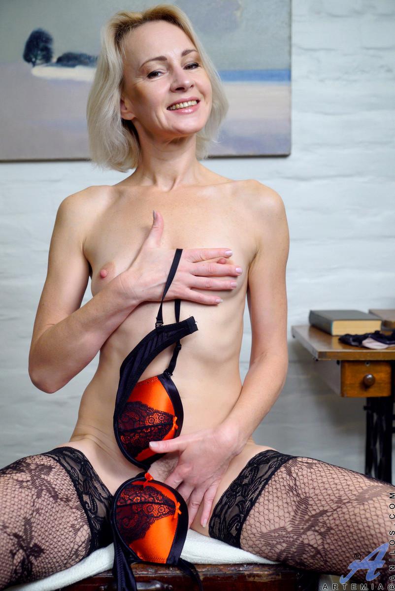 anilos artemia strapon mature horny fuck free pornpics sexphotos