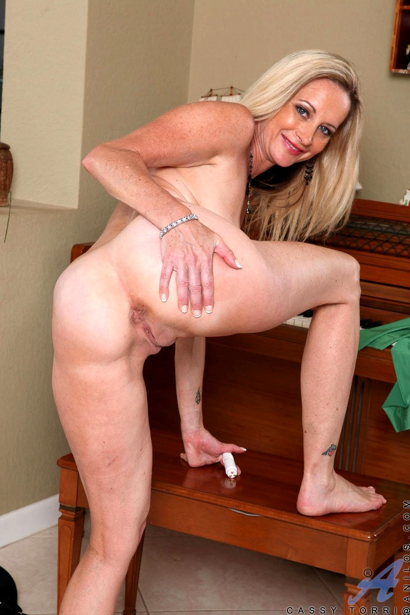 Busty milf gets horny in the kitchen