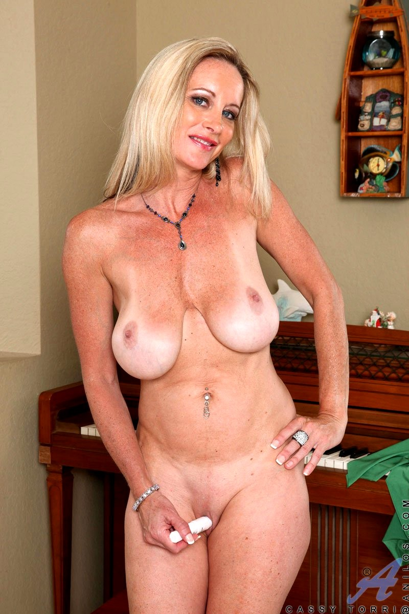 Free blonde, milf pictures
