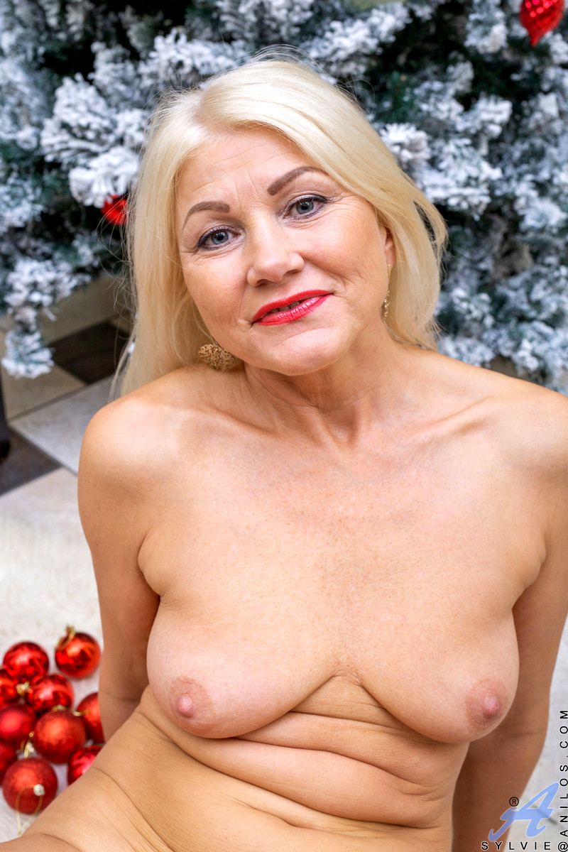 Anilos Marvelous Busty Mature Sylvie Masturbates Solo