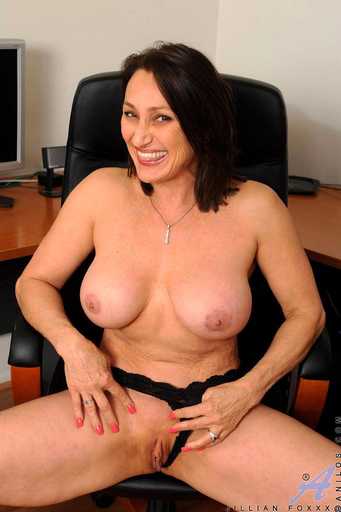 Jillian foxxx thumbs, Pic big tit