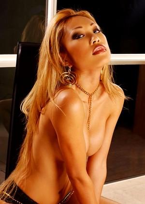 Nude girls pics com