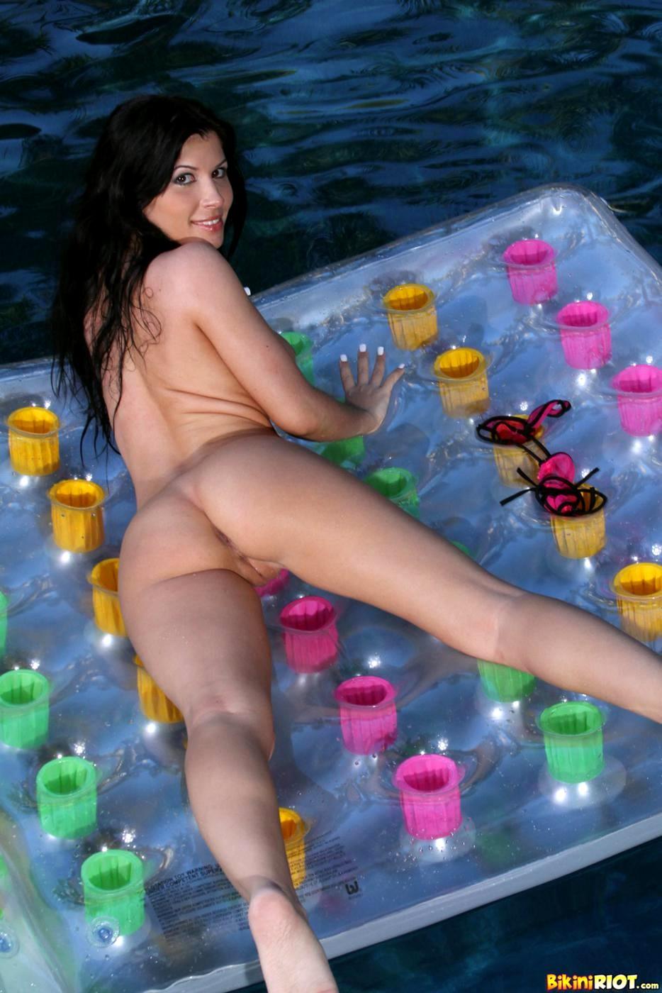 linares bikini riot rebecca