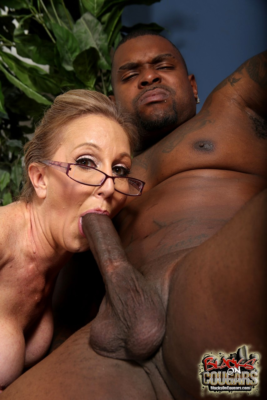 Interracial Thick Blonde Milf