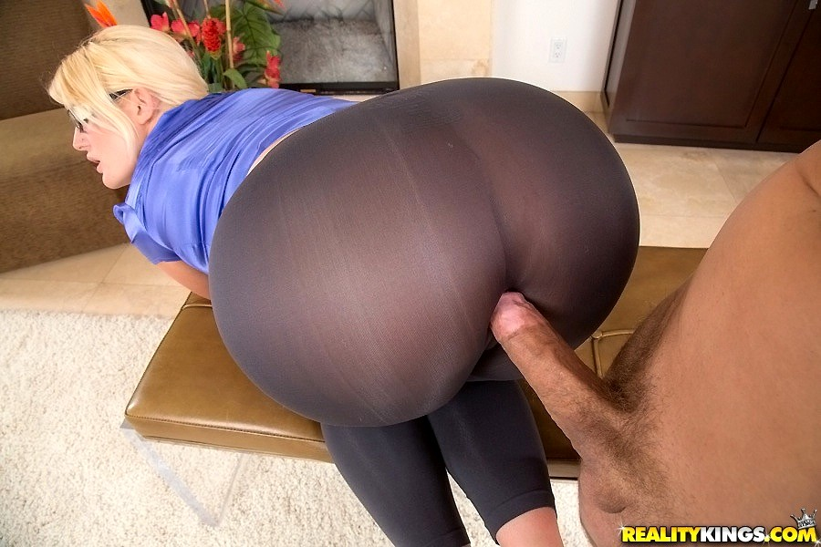 Ripped yoga pants squirt