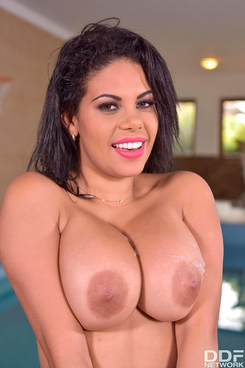 Pretty Ladies Flashed Big Tits For Cash