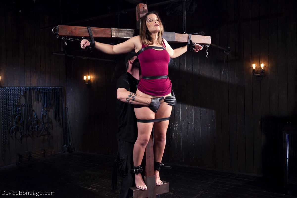 Blindfolded And Gagged Brunette Slave Dani Daniels Gets Whipped