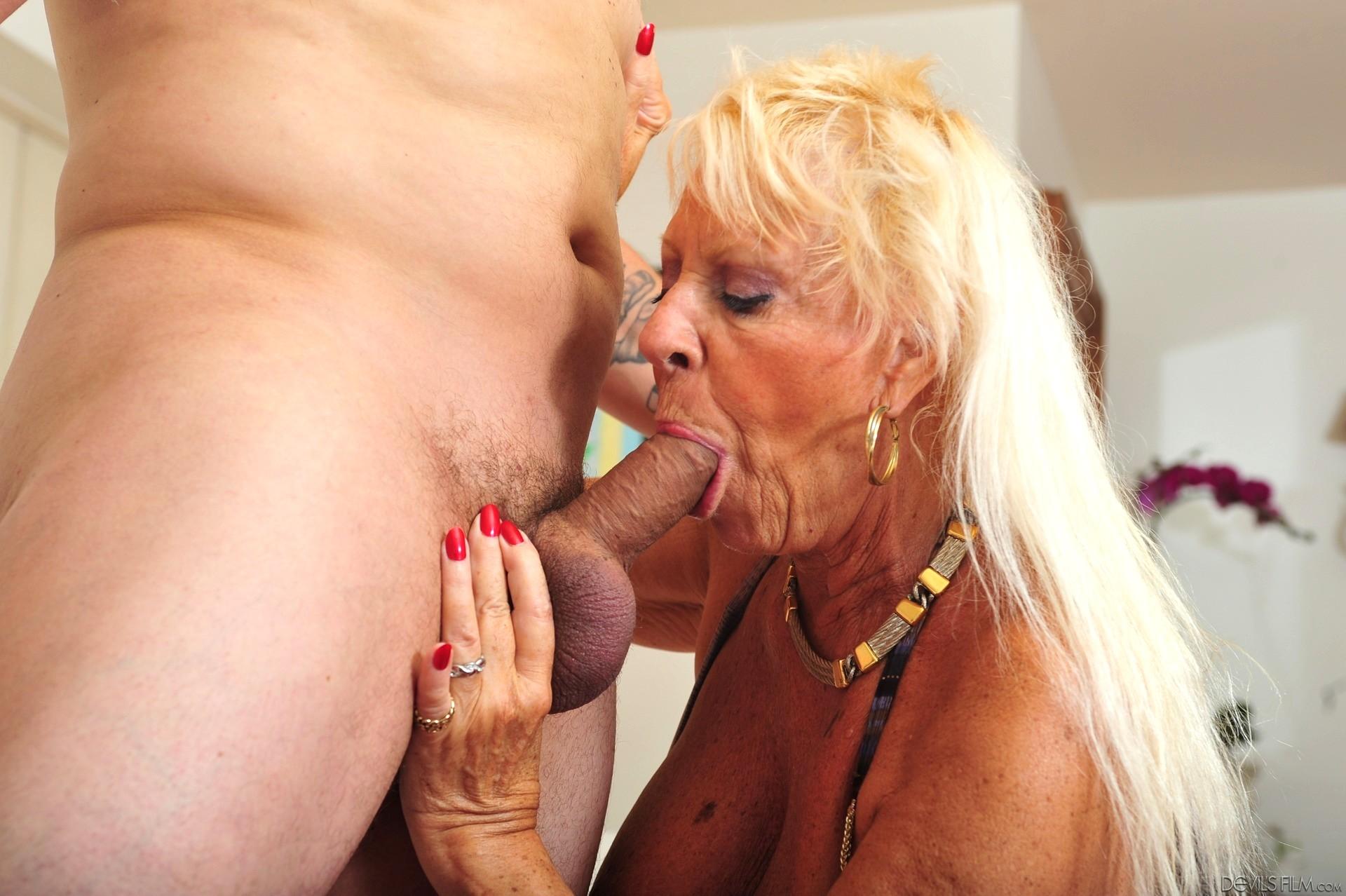 Free granny porn pics with black latina sluts