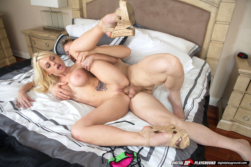 Jesse Jane Gets Drilled On The Bathroom Counter Top