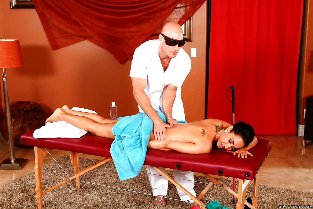 Freaky Masseur Takes Advantage Of Horny Girl Isis Love Coed 1