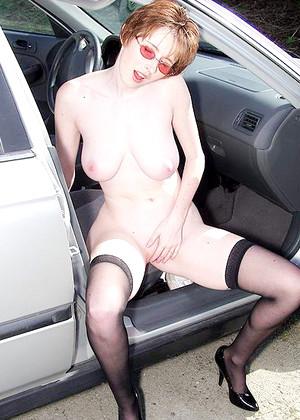 Elli Nude
