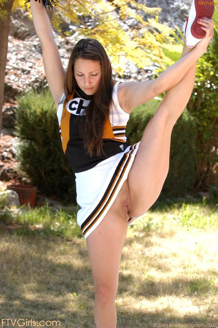 Real cheerleader crotch shots