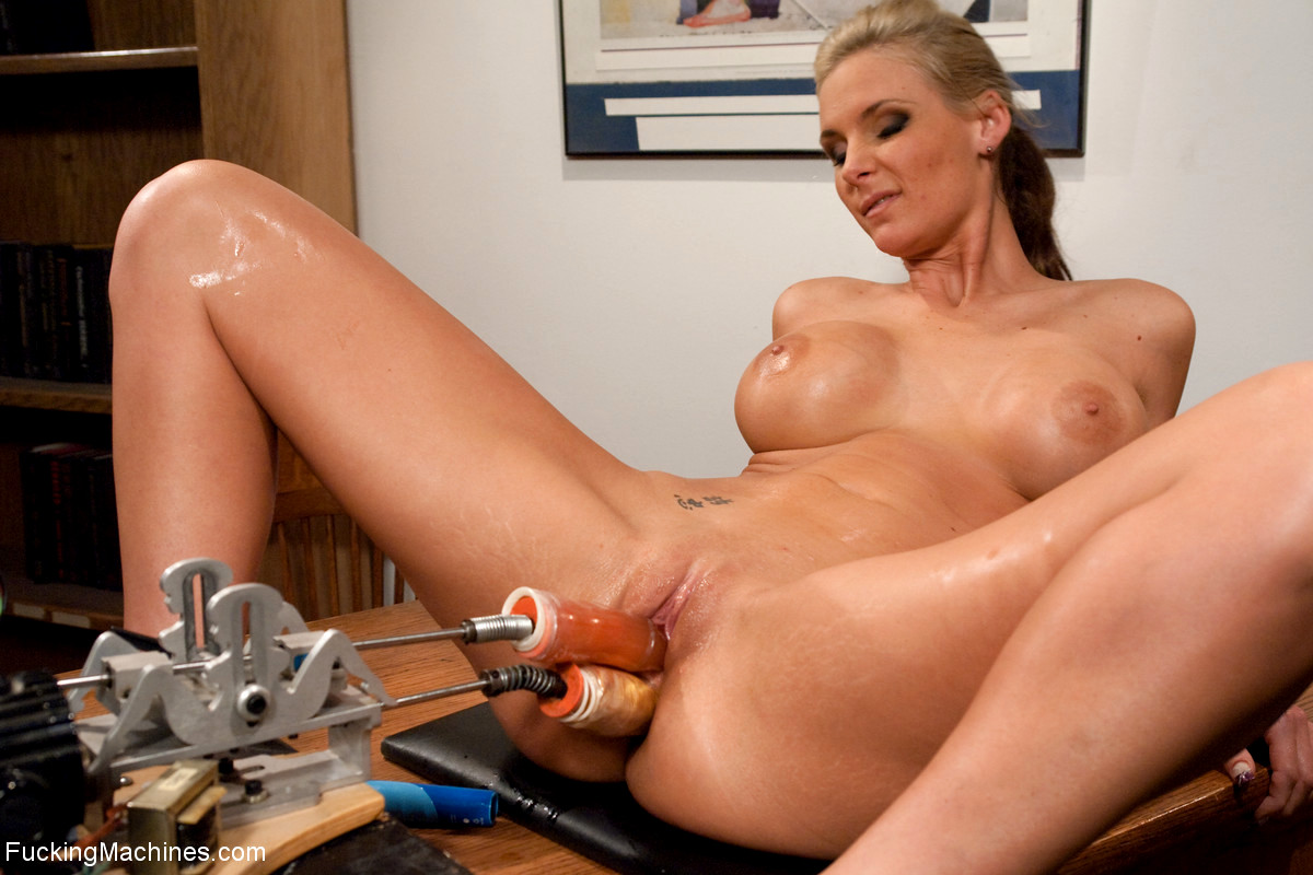 Sex Machine And Vibrator Make Naked Sexpot Quite Satisfied