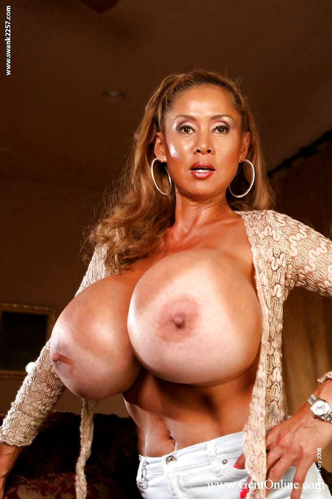 Minka cleans her fake tits in the shower