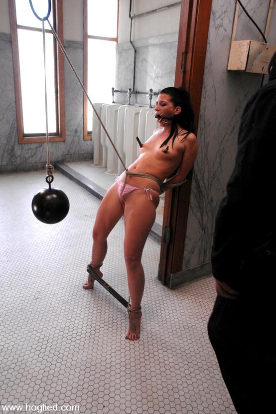 Hogtied Bobbi Starr Lil Self Bondage Bar Xxx Prosti Pornpics-1925