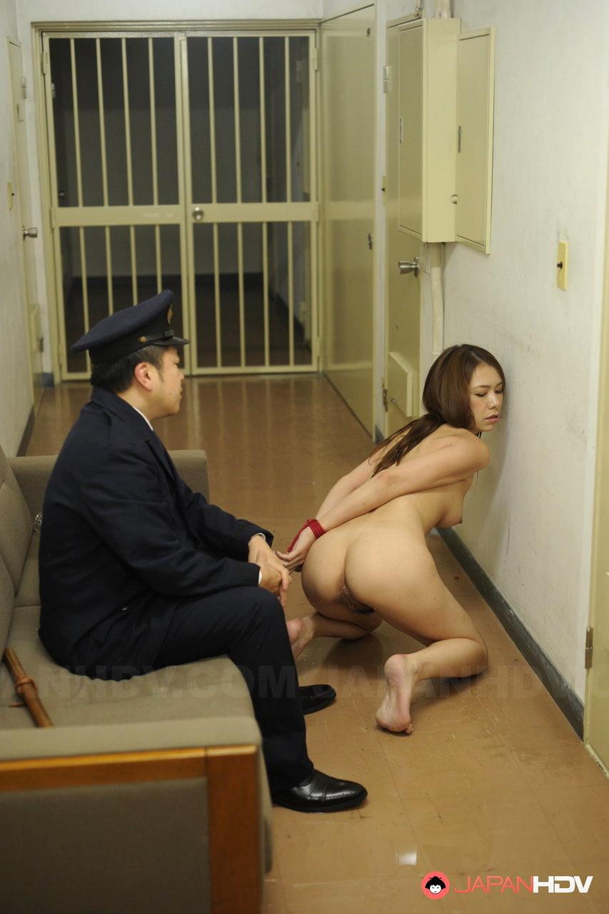 видео смотреть онлайн порно досмотр в тюрьме лукора приняло выражение