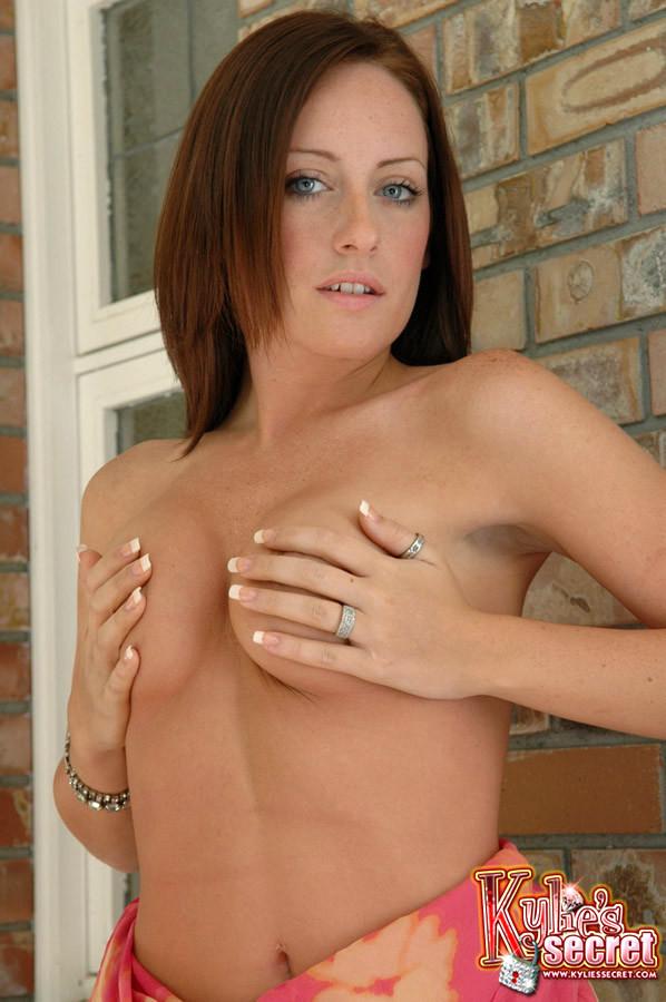 Kylie s secret nude — img 1