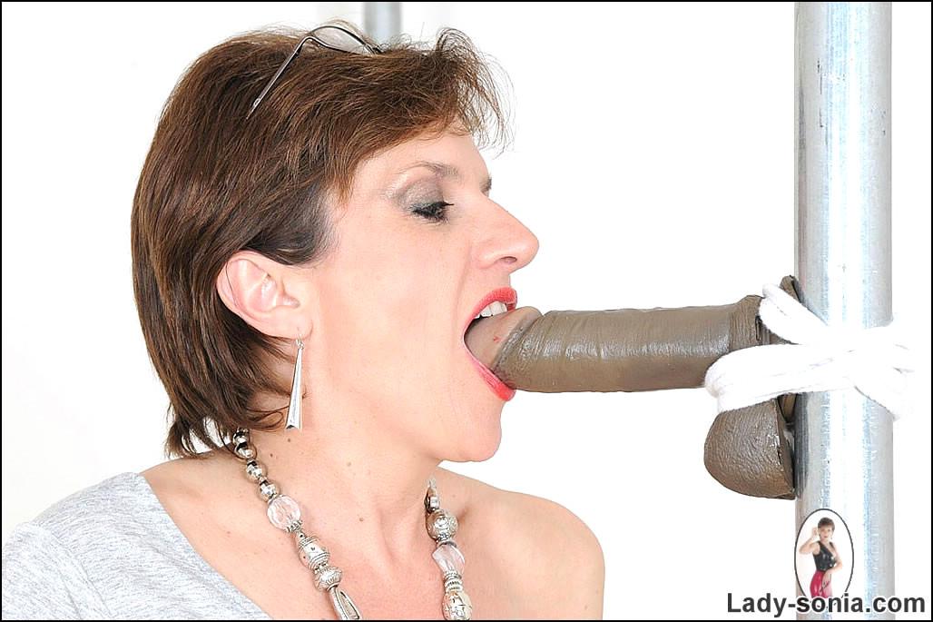 Mature lady sonia cock sucking