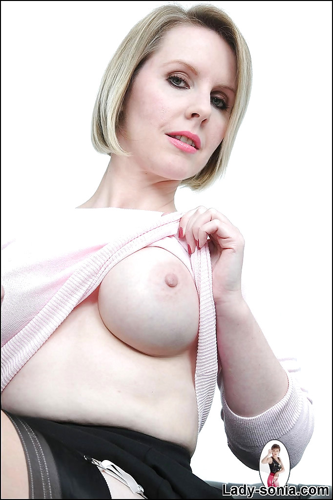 Mature babe angela porn
