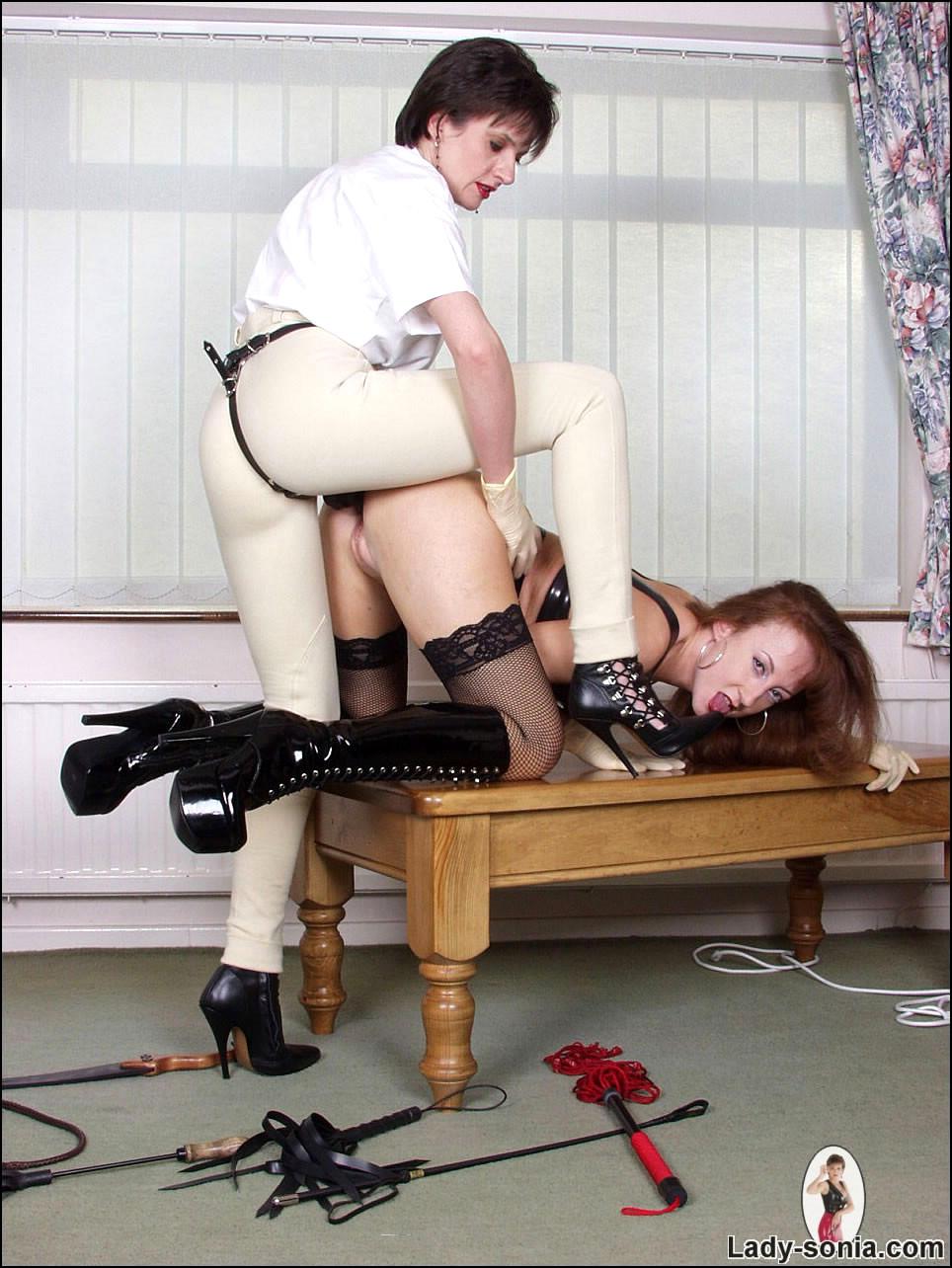 Lady Sonia Car Masturbation