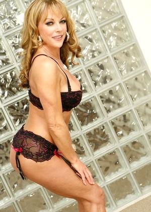Shayla Laveux