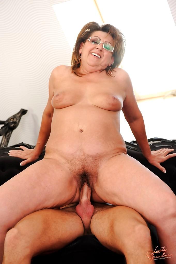 Nina hartley pro licking pussy - 1 part 5