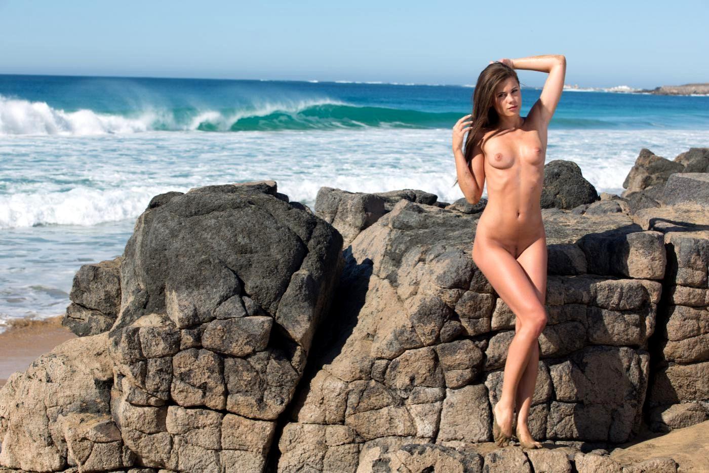 Capri cavanni gets ready nude