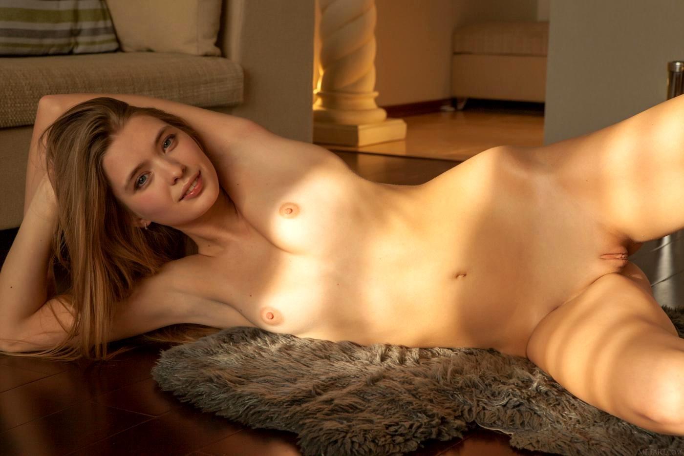 Sigrid thornton breasts scene in snapshot