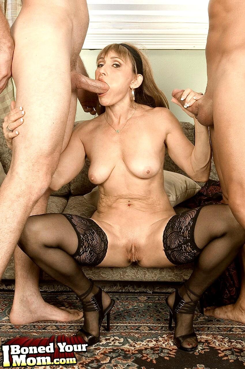 Mature jillian foxxx rubbing pussy using vibrator for solo satisfaction