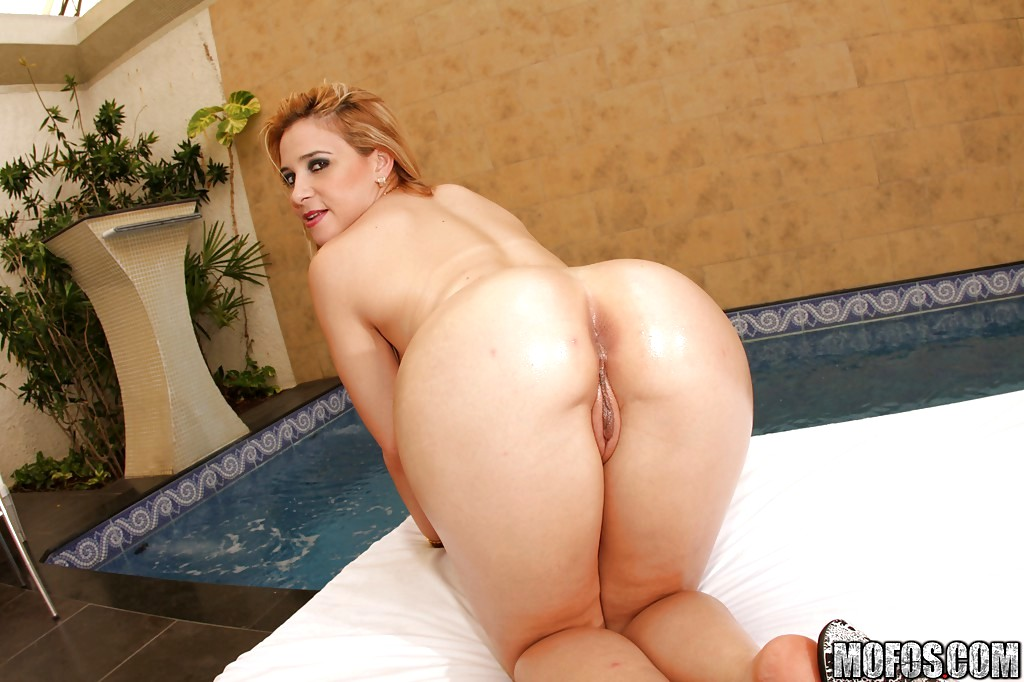 Hot shemale sara lopez fucking on the bed tnaflix porn pics