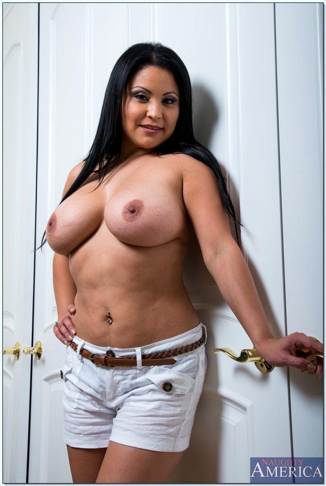 Sophia lomeli nackt 12