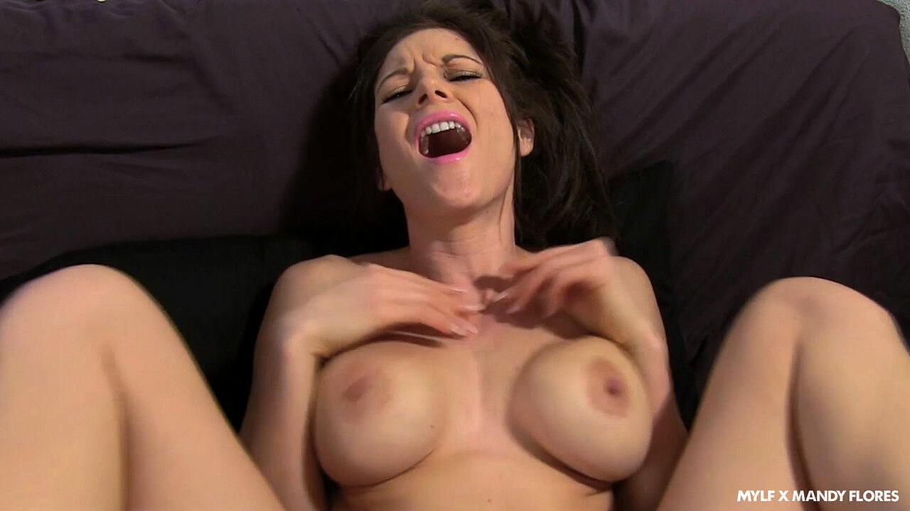 Mandy Flores  nackt