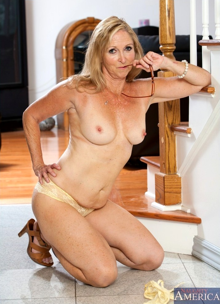 Plus size nude wife