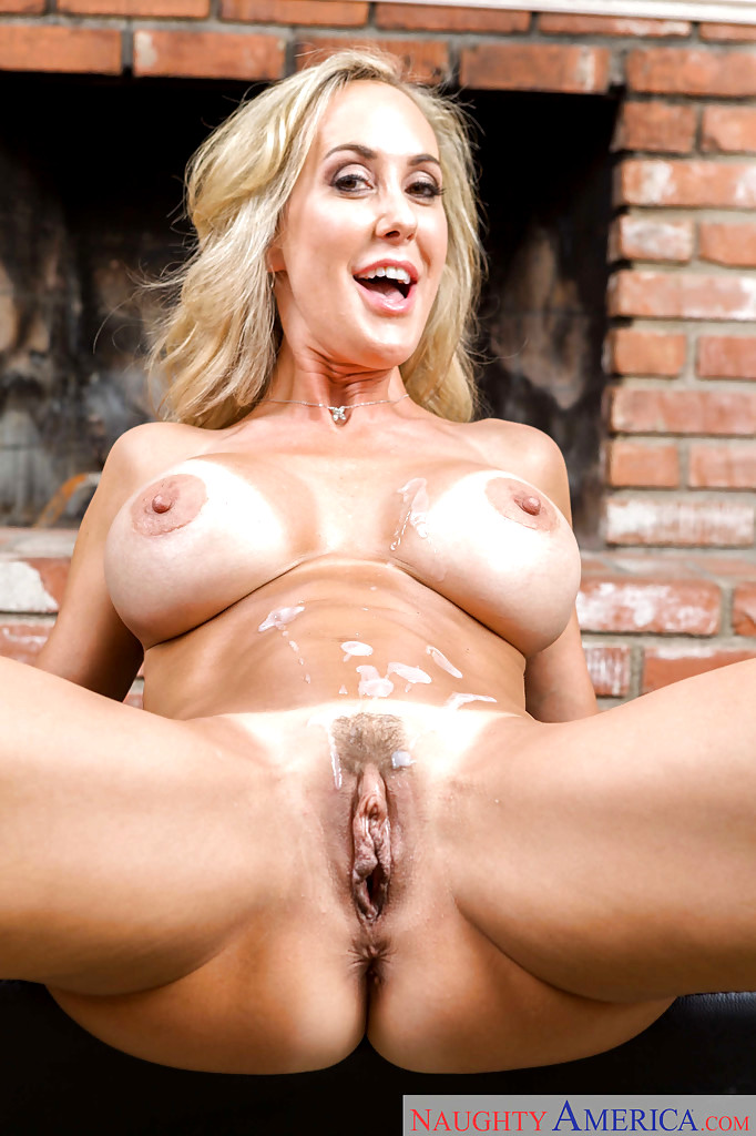 Brandi love nude after removing her yoga pants to show big tits and pussy