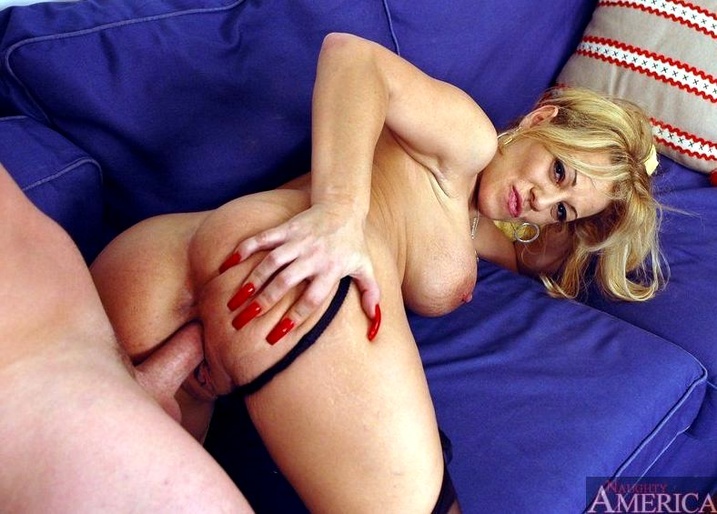 Loving Wife And Blonde Haired Milf Sammie Sparks