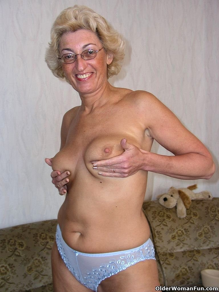 old woman nude model