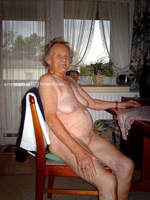 Big tits oma Oma solo
