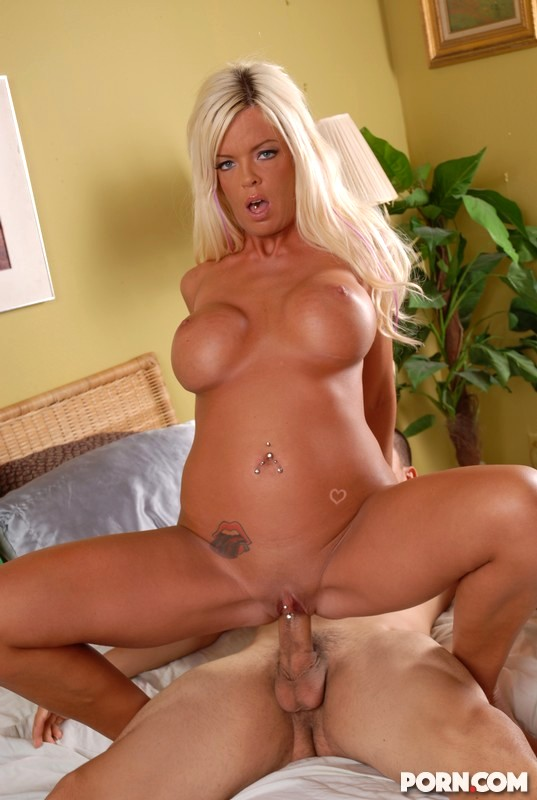 Blonde Cougar Jordan Blue Pounds Her Wet Milf Pussy With A Sex Toy