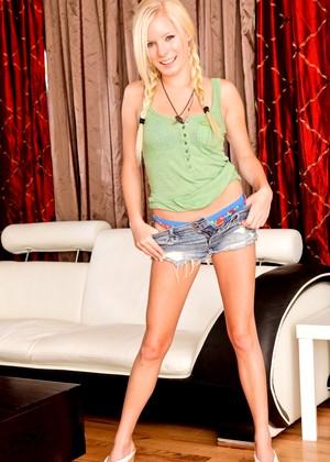 Elaina Raye