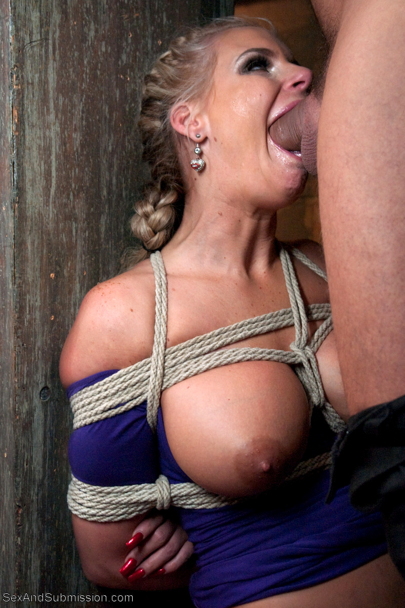 Tied tits and blowjob under table no money, no problem