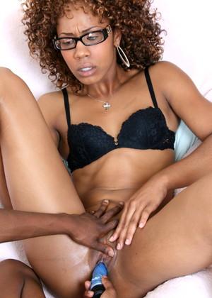 Ebony Lesbians