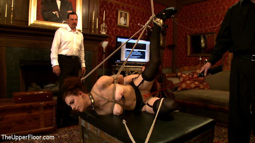 Господин приковал и жестко наказал Nerine Mechanique порно фото бесплатно