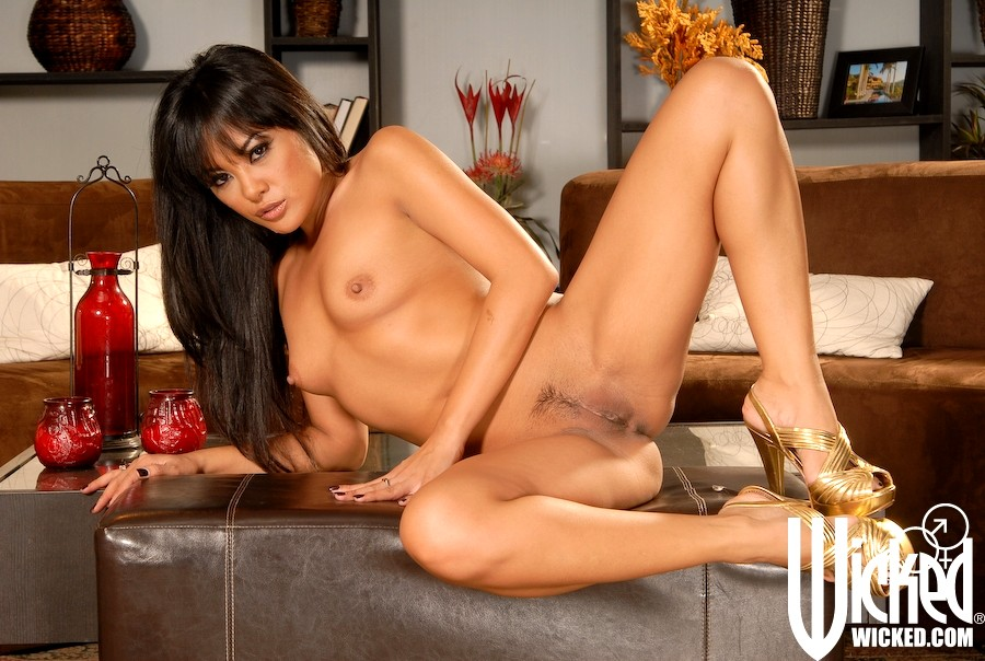 The licentious asian model kaylani lei stays absolutely naked posing outdoor
