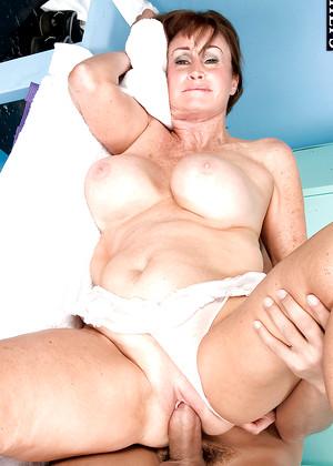 hot nude mom in half saree