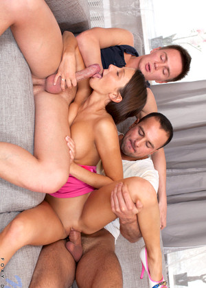 Ffm threesome cum swallow